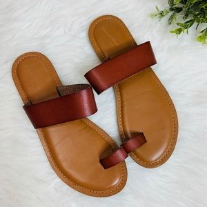 Universal Thread Leather Slippers Size 7